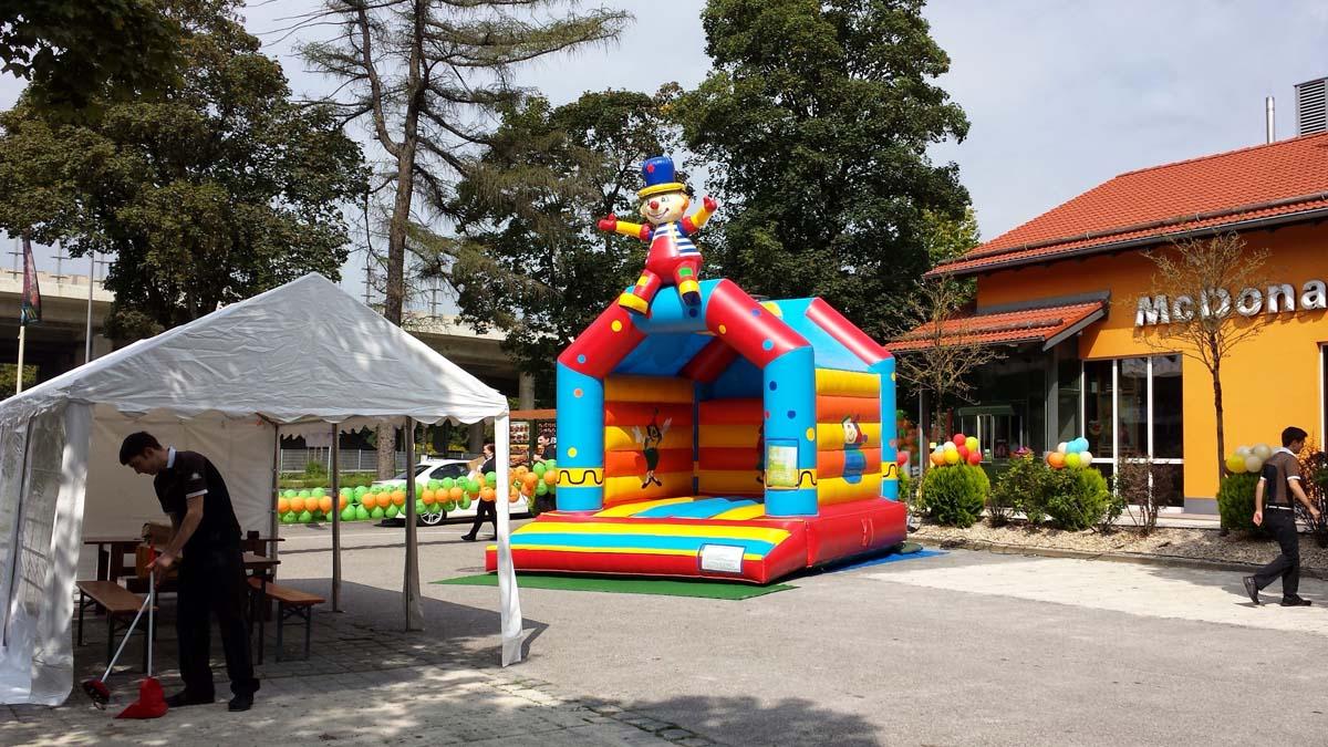 Einer unserer ersten Einsätze für McDonald in München für Ihr Sommerfest mit Hüpfburg Clown und ein paar Kinderspielen.